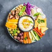 🌏Hummus...ese alimento típico en Oriente Medio, Israel, Armenia entre otros países. Su composición es sencilla y nutritiva. Se compone de pasta de garbanzo, zumo de limón 🍋 tahini (pasta hecha de semillas de sésamo) y aceite de oliva. A esta base podemos añadirle una gran variedad de alimentos extra como el ajo,🧄 pimentón o vegetales frescos. ¡Perfecto para cualquier aperitivo ! Sin duda es un plato muy nutritivo y tiene grandes beneficios para la salud. Lo mejor que ya lo tienes preparado con una gran variedad de sabores..tradicional, berenjena 🍆 olivas negras, remolacha, nueces con romero. Alimento vegano y ecológico. #herbolariosartesano #enartesanotecuidamos #hummus #instafood #vegan #ecologico #sorribas #aperitivo